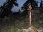L'ultima palina dalle piste di Isola 2000 che indica il colle della Lombarda