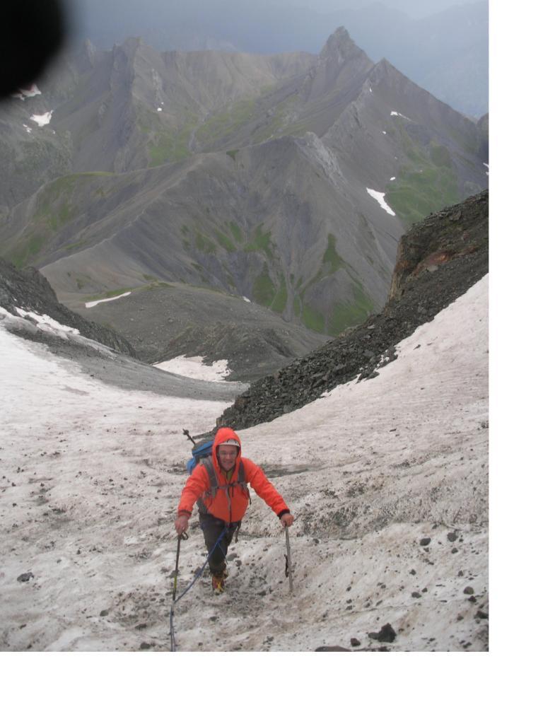 Ale ..sul ghiacciaio di Vallonpierre..con sullo sfondo Le Aig. de Morges