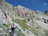 Arrivo al bivacco Enrico e Mario poco sotto il colle Feuillas, lato val Maira