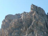 Al centro la cima con la croce vista dal sentiero tra colle e bivacco al ritorno