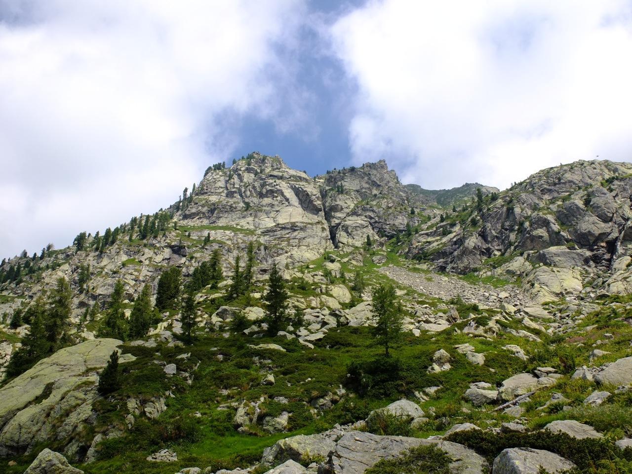la parete vista dall'alpeggio