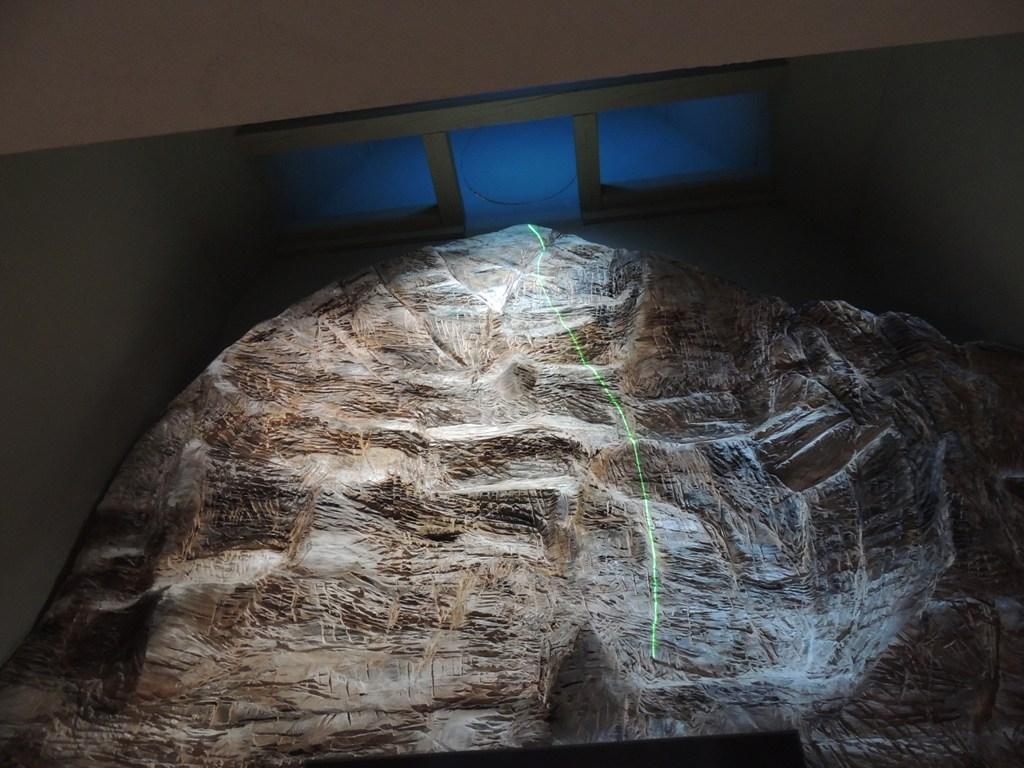il plastico dell'Eiger con una via di salita