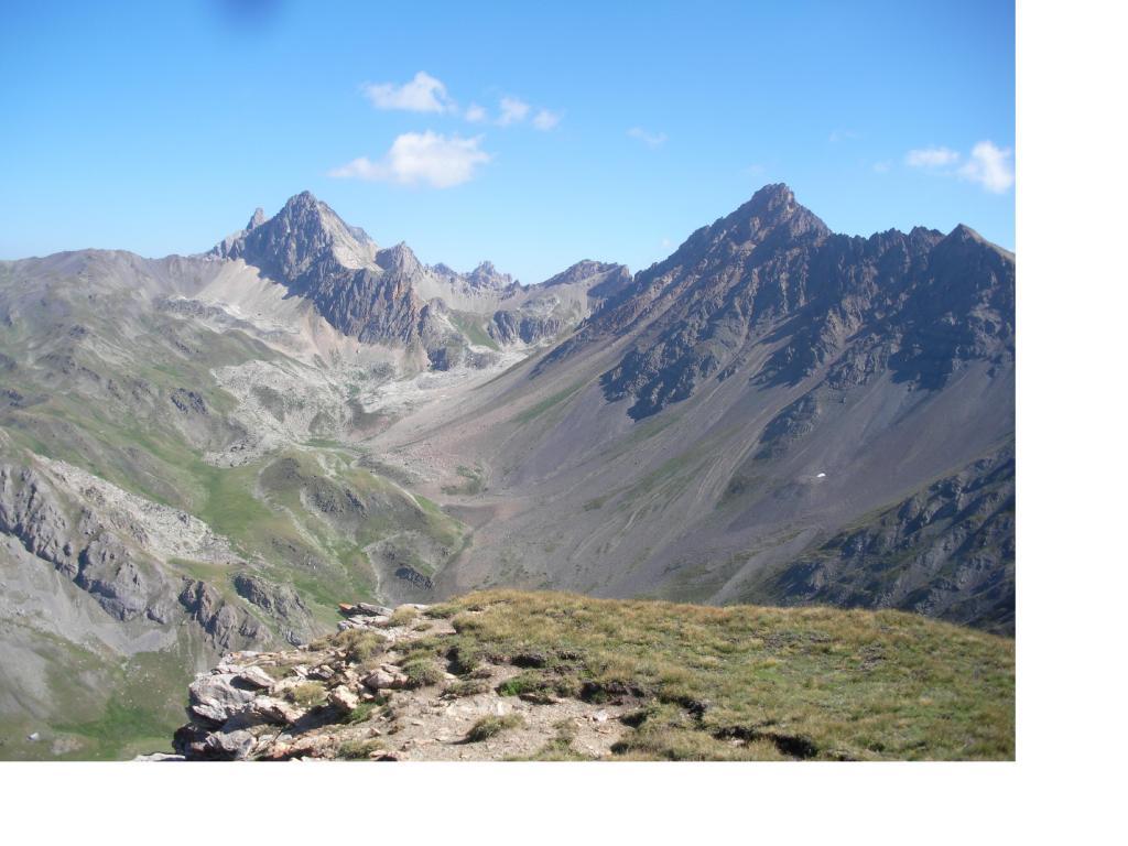 Il Pic de la Muliniere a sx e la Cassille ripresi da q.2717..