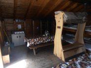 06 - interno del Bivacco Savoie