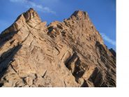 La svettante cresta sud di bel granito del Pic Nord de Cavales dalla base..