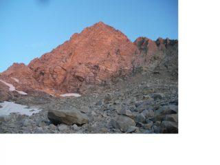 Il Pic Nord de Cavales riceve i primi raggi di sole...