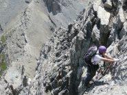 Andrea sulla scala con sotto il colle del Feuillas
