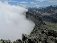 Dalla Vetta nuvole sul vers. Italiano  e Rif. du Viso in basso.