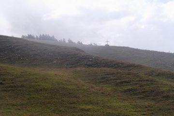 la grande croce bianca del monte Ricordone