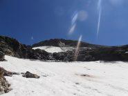 41 - soto la Punta Niblé alla partenza della salita normale su ghiacciaio. Evidenti le frane dalla cima.