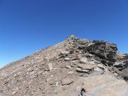 33 - dal colletto la breve risalita tra sfaciumi e roccette fino alla Punta Ferrand