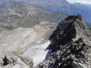 36 - dalla Punta Ferrand la cresta che scende verso il rif.Vaccarone e ciò che resta del Ghiacciaio dell'Agnello