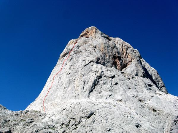 Parete est del Picu Uriellu con il percorso di Amistad con el diablo