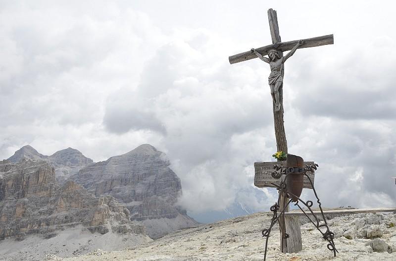 croce di vetta e Tofane