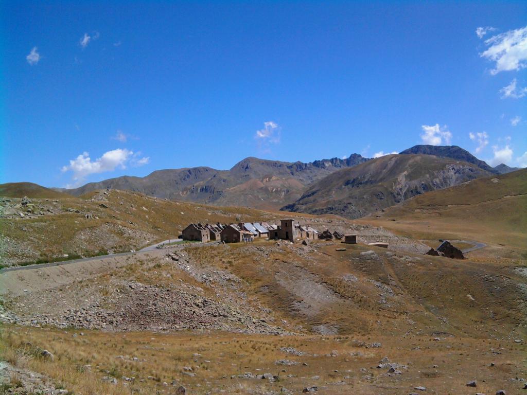 Camp des Fourches (2291 mt.) 8km. dal Col de la Bonette