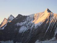 Il sole illumina i colossi dell'Oberland