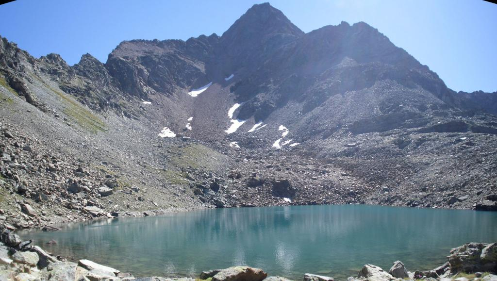 il bellissimo lago Garin sotto la punta omonima...