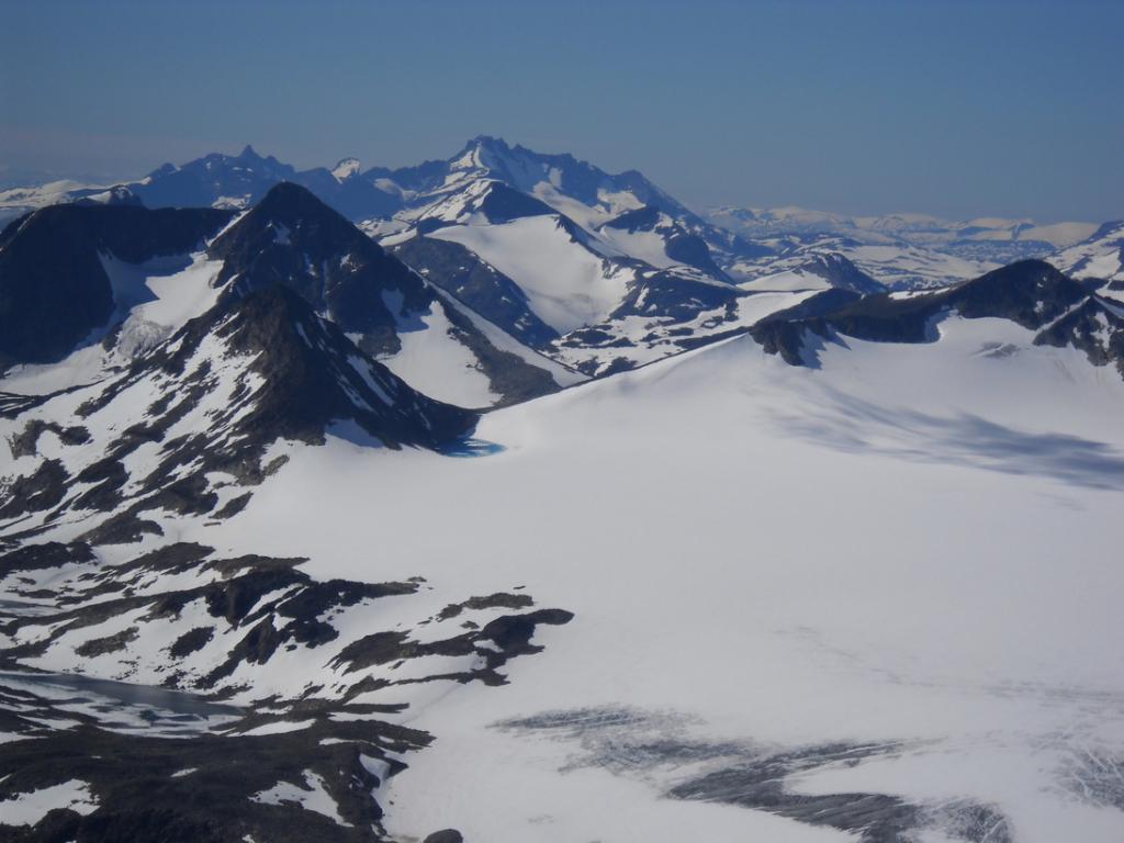 ghiacciaio dello Jotunheimen. Sullo sfondo il Galdhopiggen