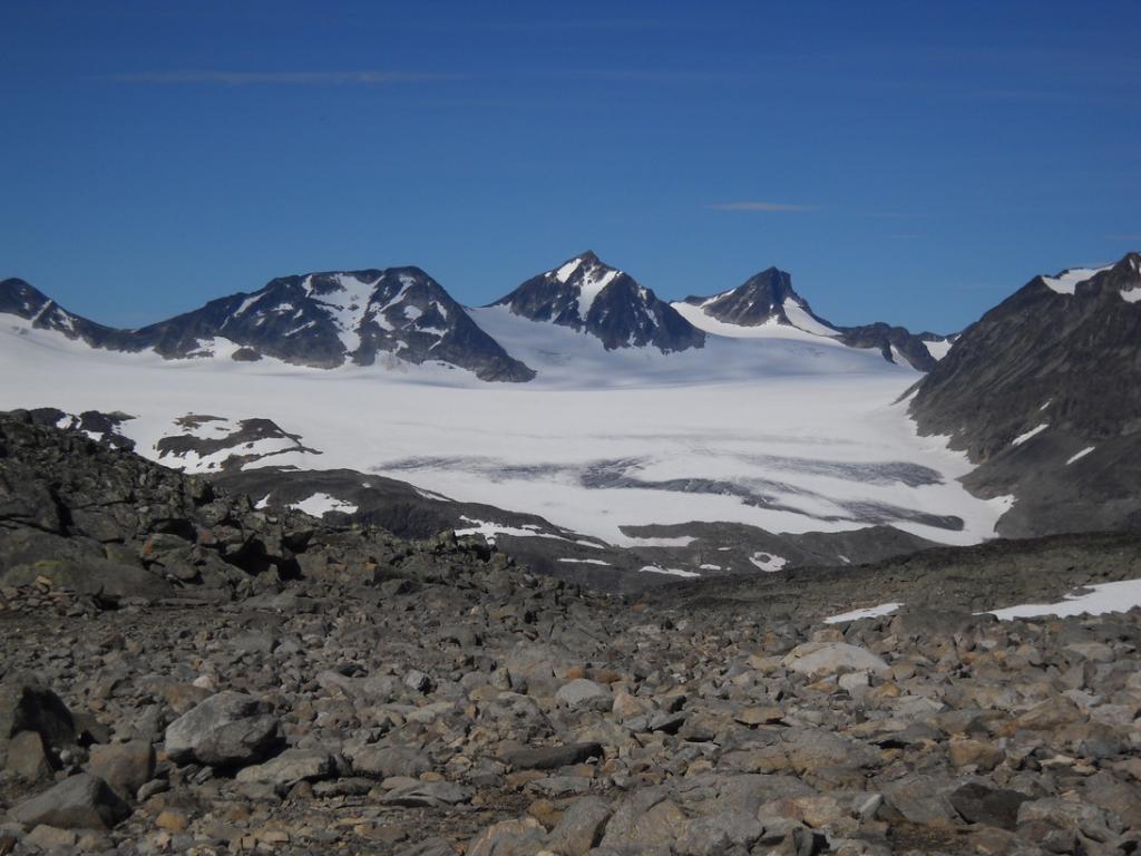 ghiacciaio e vette dello Jotunheimen