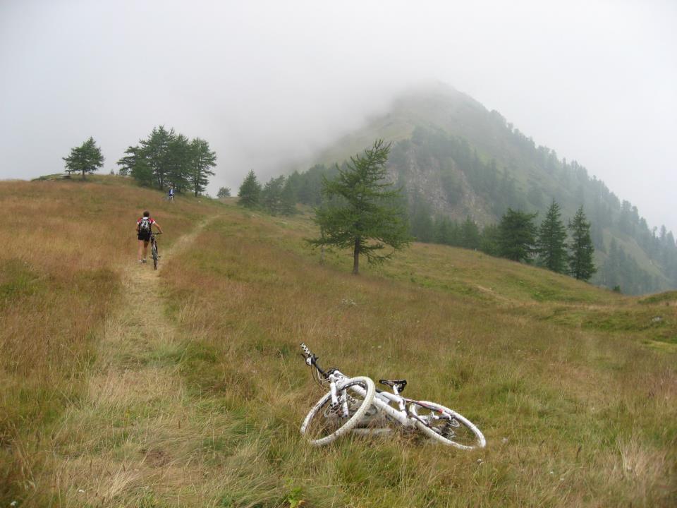 Il Col Clapier ,sullo sfondo il monte Raccias da aggirare sulla sinistra.
