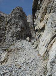 frana a pochi metri dalla roccia tagliata