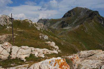 La croce al Col du Salvè ed il Mont Morion