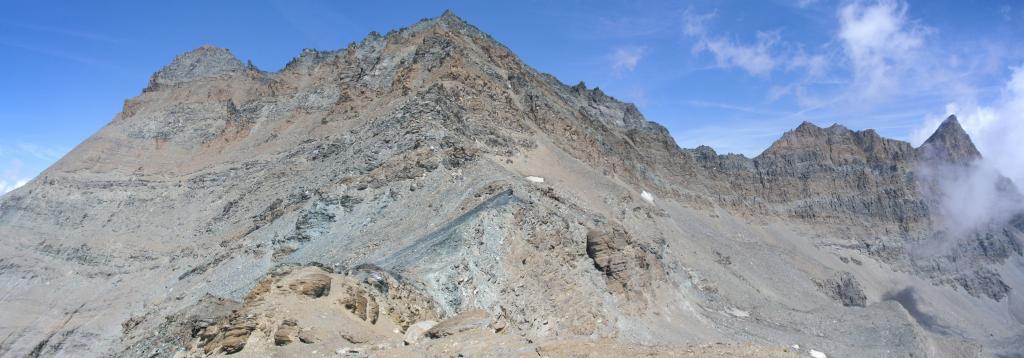 dalla Becca Vermianaz,vista sul colle(al centro),sulla punta Rossa(a destra),sulla punta Nera(al centro) e sulla punta Bianca (a sinistra)