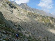 la pietraia da attraversare per arrivare al colle del lago dell'agnel