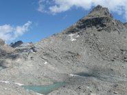 Da qui la montagna appare imprendibile e mette una certa soggezione ... anche se la foto appiattisce