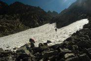 salendo al passo di Moncimour il nevaio