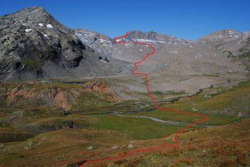 Il percorso di salita visto dal sentiero n. 10 al colletto quota 2600 m