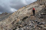 Raffaele sta per superare la barra rocciosa che porta in vetta (21-8-2012)
