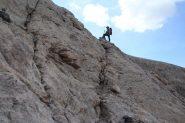 Raffaele in salita lungo una facile placconata (21-8-2012)