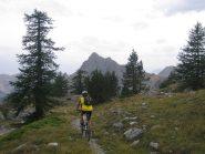 sentiero verso alcuni baraccamenti militari verso la valle Stretta