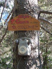 pubblicità del rifugio Crosta nel bosco a pochi passi da San Domenico