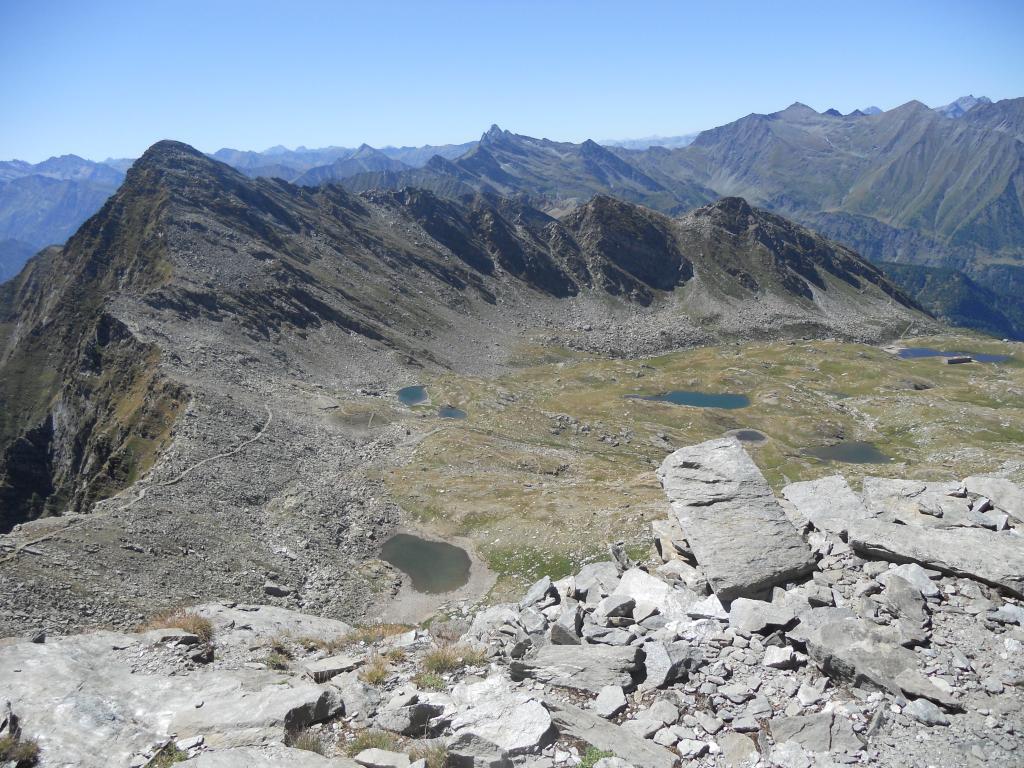 Conca dei 13 laghi dalla Cialancia (Cornour in primo piano)