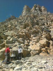 il salto roccioso a 150m dalla vetta