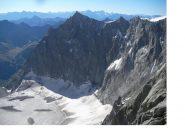 In ombra il M.Gruetta..e in basso l'anfiteatro glaciale del Triolet..ripresi in fase di discesa