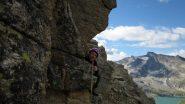 Mentre noi siamo sulla cresta, sullo  sfondo c'è l'Aiuguille Rousse