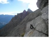 La ferrata degli alpini e sullo sfondo la Guglia d'Arbour