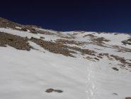 10 - pendii finali di salita al Sommeiller, appena la neve molla si sale meglio sulla neve (Poca pendenza, non necessari i ramponi) evitando le pietraie