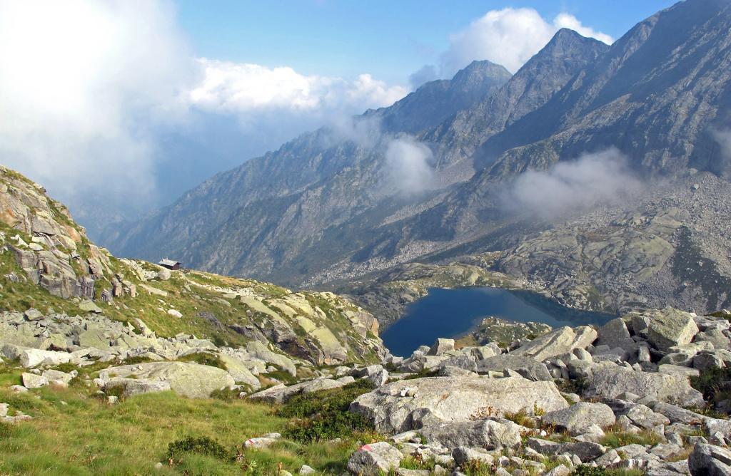 Casotto del guardaparco e lago Lazin