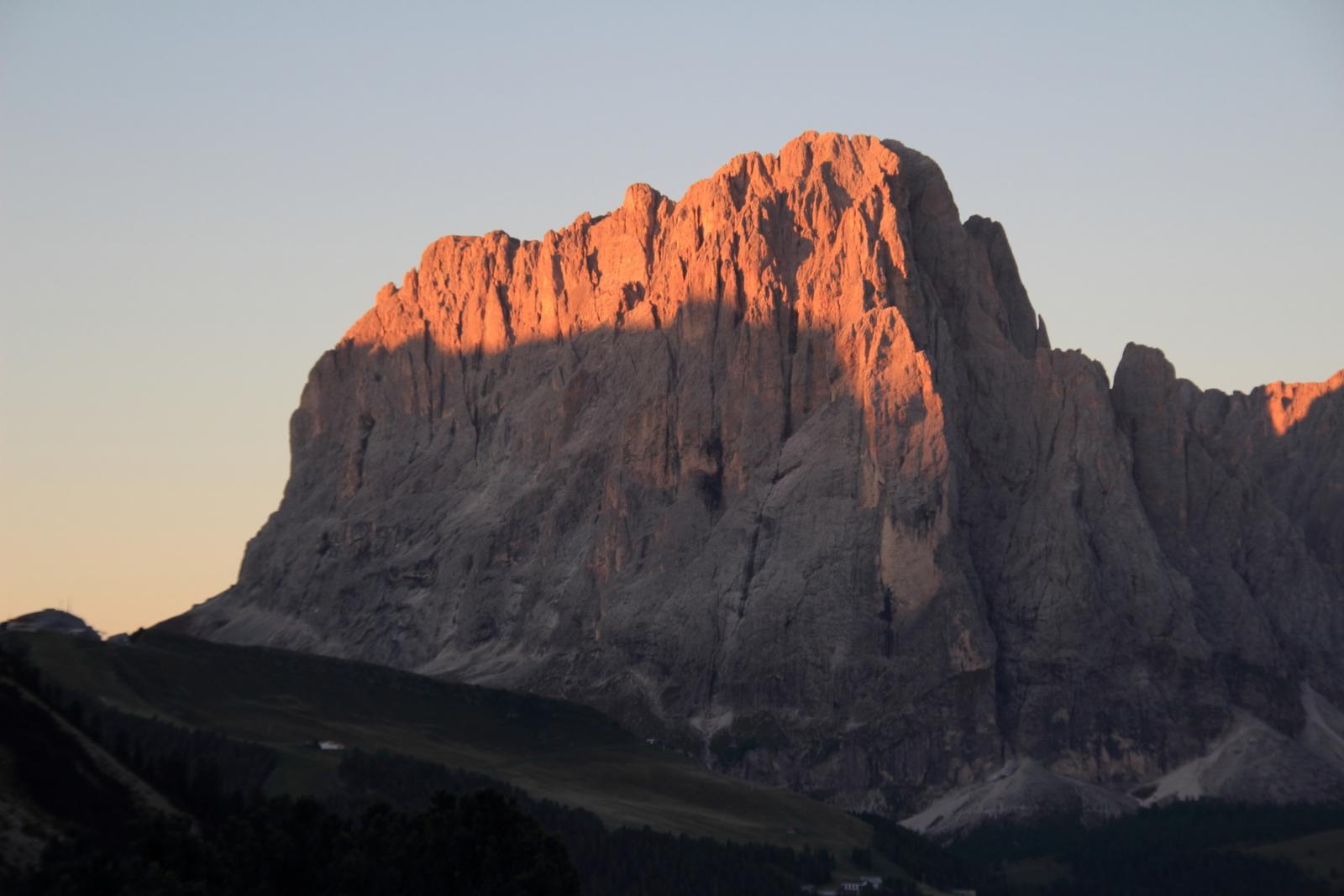 uno splendido tramonto dal Rifugio Firenze verso il Sassolungo (7-9-2012)