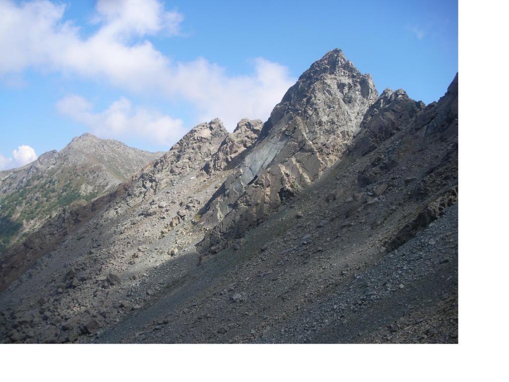 La cresta nord-est del Ruvi con in basso a sx il M.Barbeston..