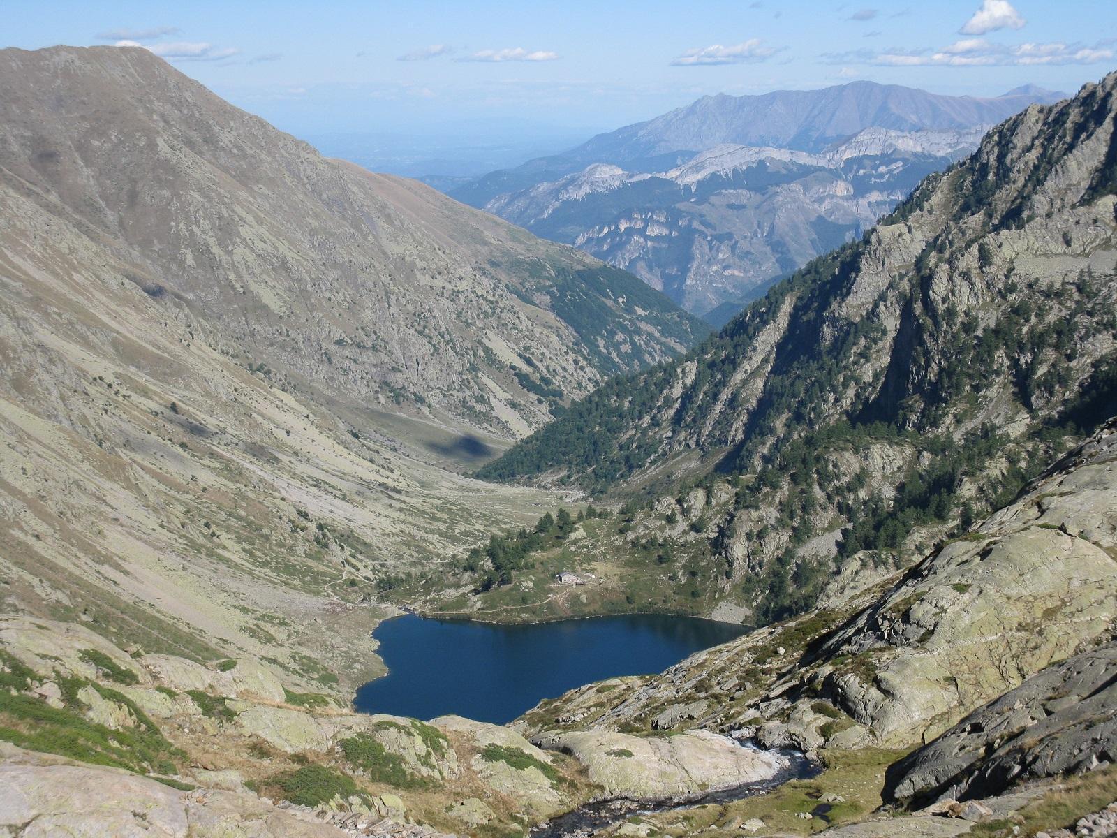 Lago sottano della Sella con il rifugio Livio Bianco sullo sfondo