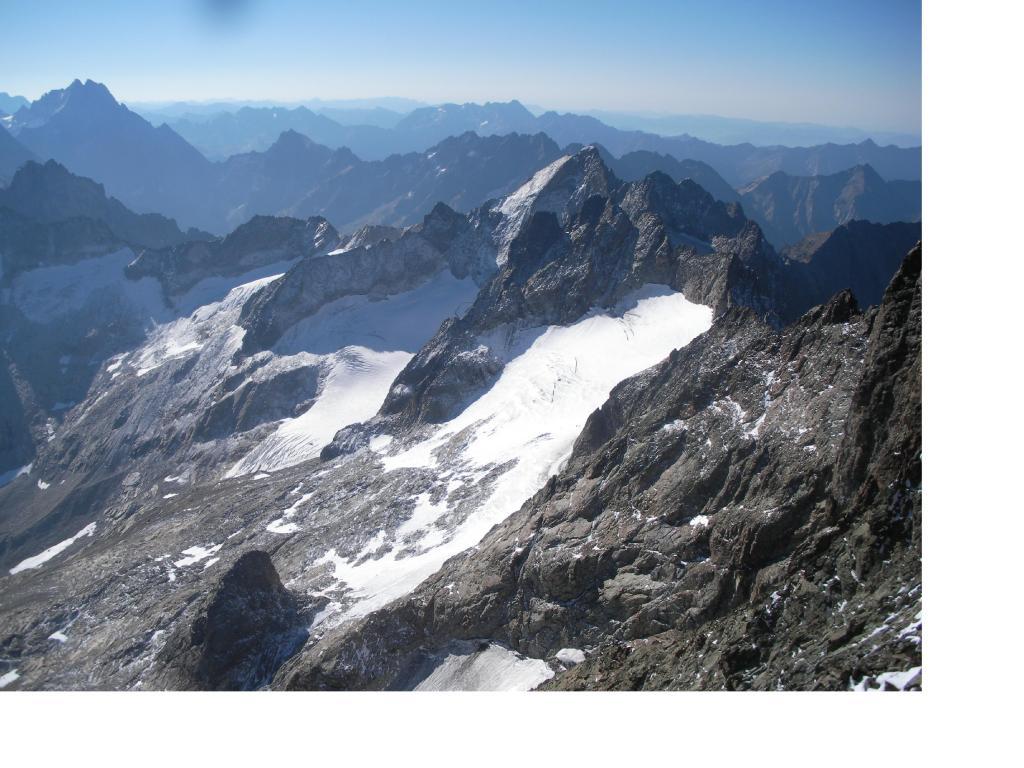 L'alto vallone di Lanchatra con la Pointe de Swan al centro..dalla vetta della Muzelle.