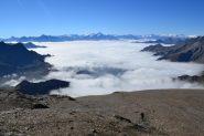 salendo con un mare di nubi a valle
