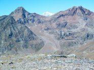 il Monte Bianco fa capolino tra la Garin ed la Punta Rossa