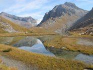 Testa Grigia e Gran Cima si specchiano nel lago