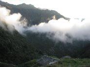 Ore 8, all'Alpe Farlej, già salgono le prime nebbie